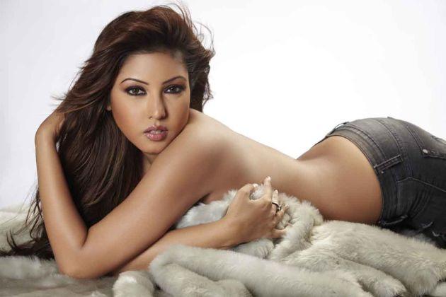 18 actress komal jha - photo #40
